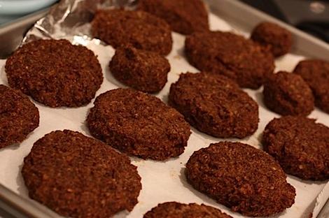 Southwest Quinoa Veggie Burgers Recipe (Vegan) #healthy #recipe #vegan