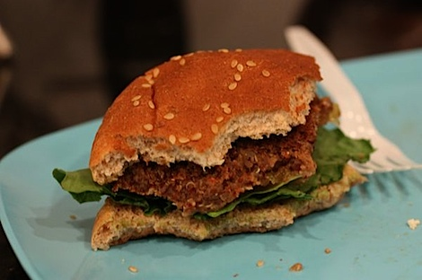 Southwest Quinoa Veggie Burgers Recipe (Vegan) #healthy #recipe #vegan