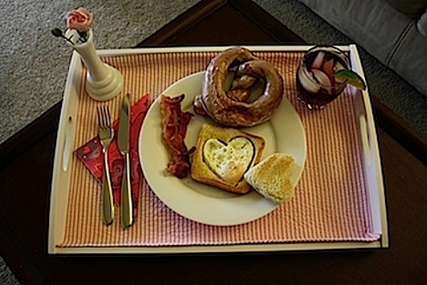 Five valentine 39 s day ideas the chic life for Easy breakfast in bed ideas