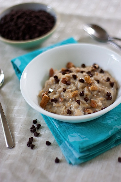 Dessert for breakfast? Yes! This healthy Chocolate Chip Cookie Dough Oatmeal recipe is a delicious breakfast bowl you can enjoy again and again. Clean eating, vegetarian, with vegan options. #recipe #healthy #healthyrecipes #cleaneating #recipe #realfood #vegan #vegetarian