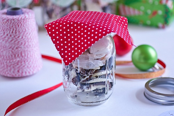 easy diy holiday mason jar decoration tutorial the chic life