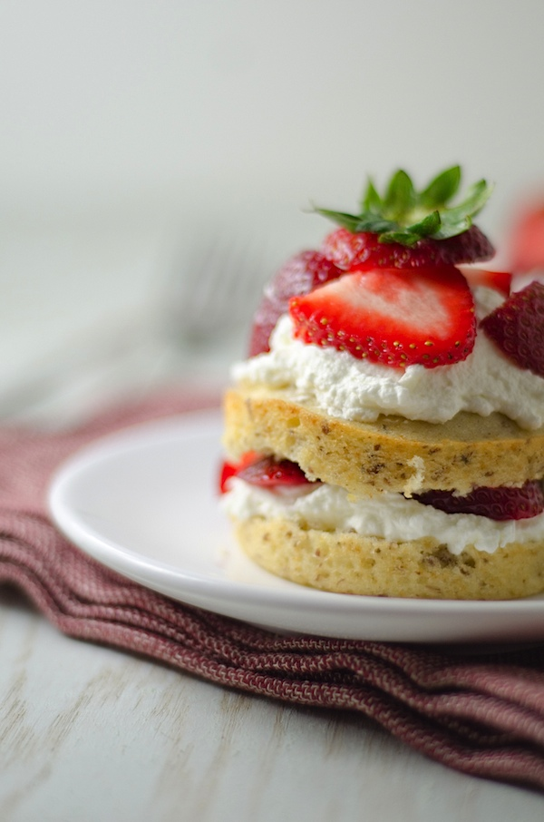 You'll love this summer sweet! Individual Strawberries 'N Cream Cake Minis are SO easy to make. This healthy dessert is great any time of year but is especially fun for the summer. #recipe #healthy #healthyrecipes #cleaneating #realfood #vegan #vegetarian #dessert #summerfood