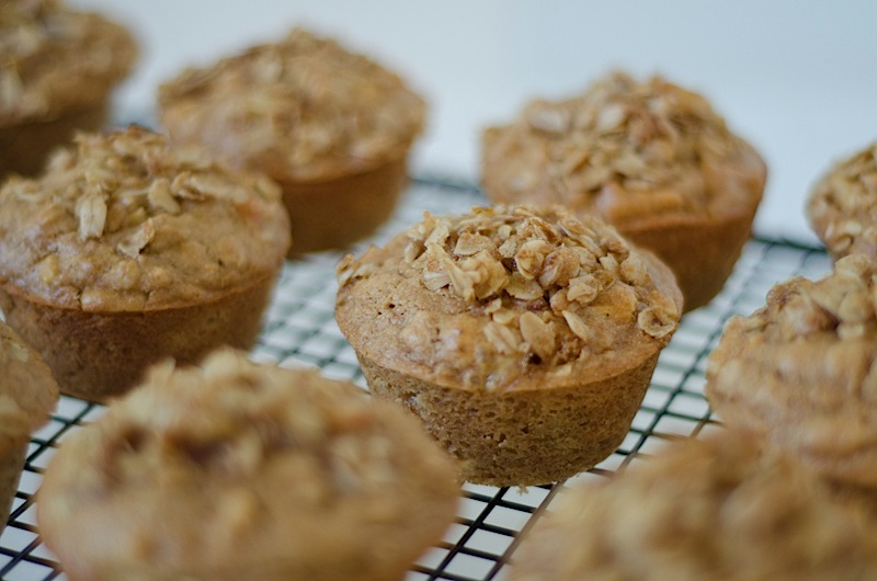 Apple Oatmeal Muffins with Sweet Oatmeal Topping Recipe - The Chic ...