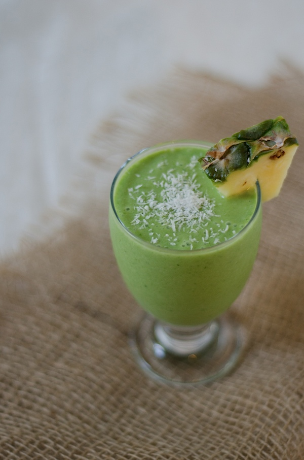 Healthy Piña Colada Green Monster Smoothie Recipe #healthy #smoothie #breakfast #greenmonster