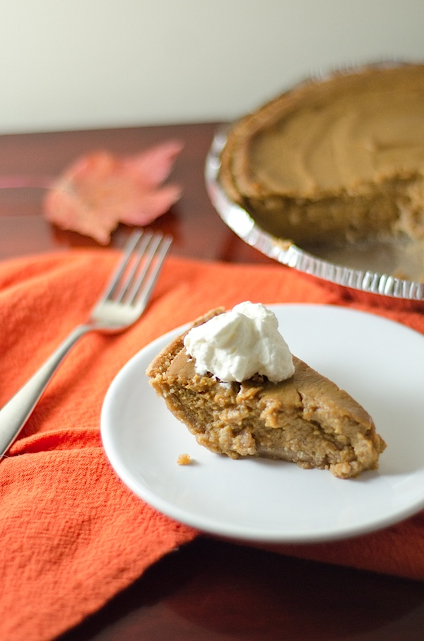 Looking for a vegan Thanksgiving dessert? Try this delicious and easy Tofu Pumpkin Pie Recipe. Even non-vegans love this simple pie recipe. #vegan #fallfood #fallrecipe #recipe #healthy #healthyrecipes #healthyfood #cleaneating #recipe #realfood #thanksgivingfood #thanksgivingrecipe
