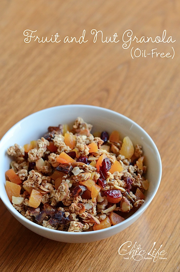 This oil-free fruit and nut granola recipe is SO GOOD! You won't even miss the oil. Made with only 7 ingredients, this clean eating granola recipe makes a delicious homemade breakfast or snack. #recipe #healthy #healthyrecipes #cleaneating #vegan #vegetarian #granola #granolarecipe #snackideas #breakfastideas