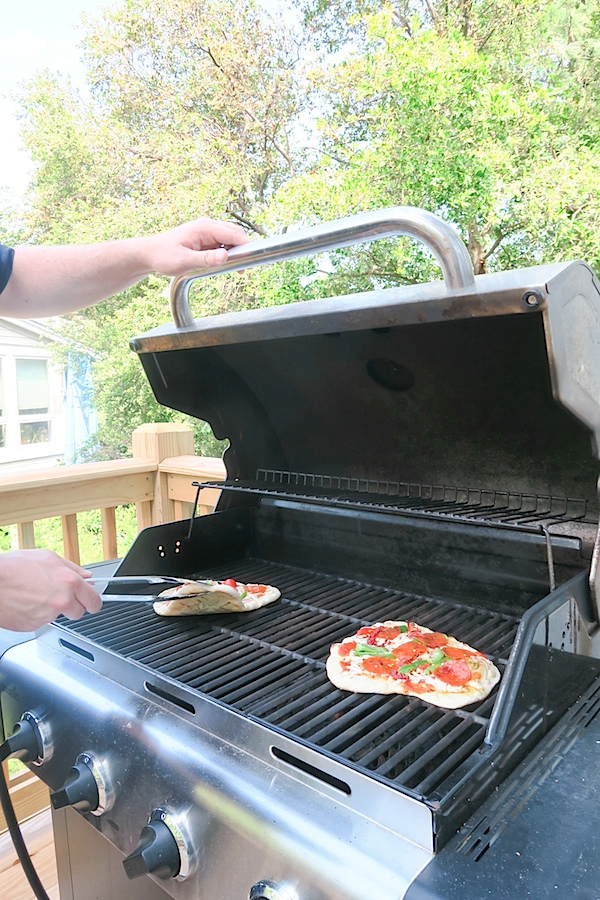 Grilled Pizza: How To