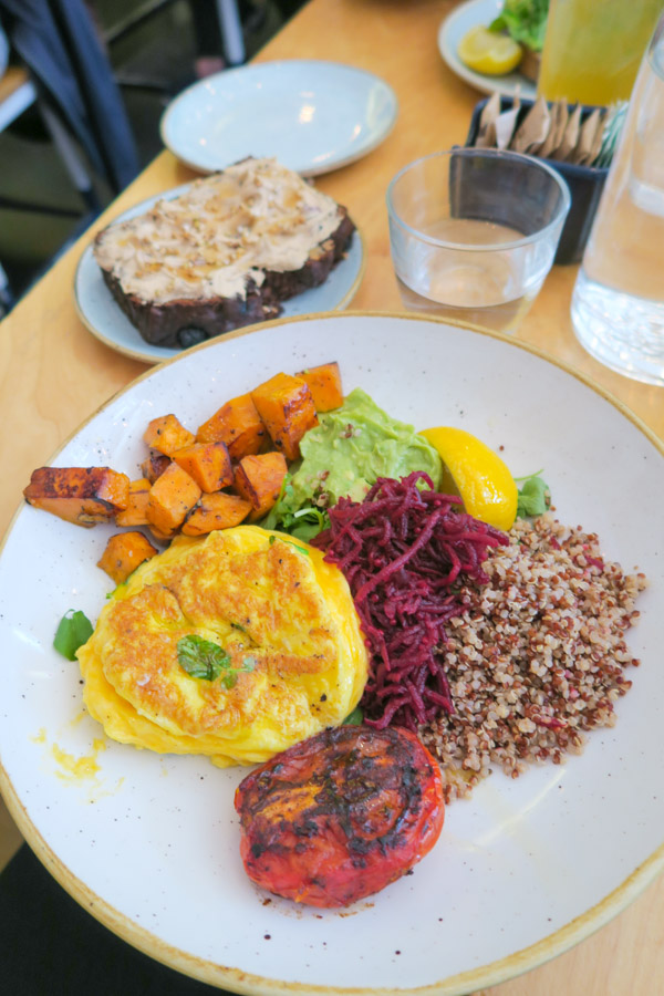 Yoga Brunch, ChaCha Matcha, and Dinner Fave | What I Eat in a Day
