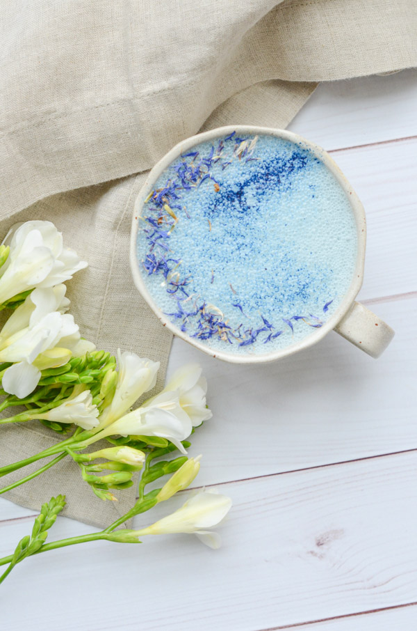 Get ready for bed with this Goodnight Moon Milk Recipe featuring Blue Majik and Reishi. This anti-inflammatory drink has the adaptogen reishi-known for helping de-stress and re-set sleep cycles. #recipe #healthy #healthyrecipes #cleaneating #vegan #vegetarian #adaptogen #naturalwellness