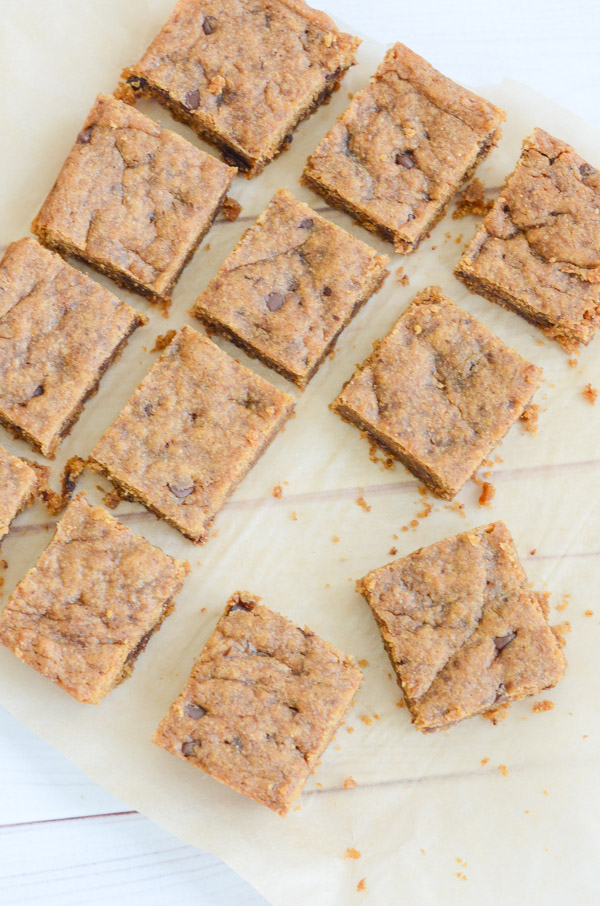I lightened up a classic blondie recipe and added whole grains to make a healthy blondie recipe. This version is made with spelt flour and coconut sugar and is also an easy clean eating vegan dessert. #recipe #healthy #healthyrecipes #cleaneating #vegan #vegetarian #desserts #dessertfoodrecipes