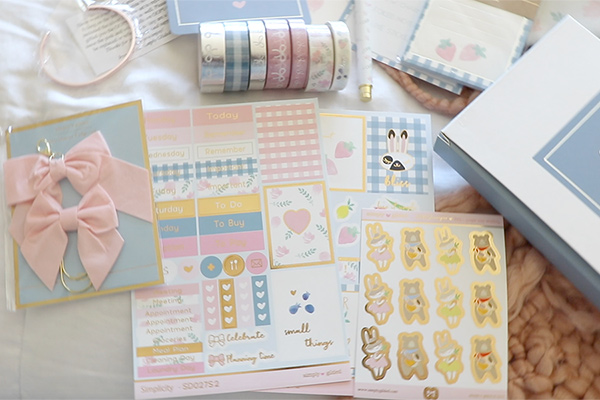 Click to view what was in the Simply Gilded March 2019 Subscription Box Unboxing | Cute Planner Supplies #planner #plannersupplies #simplygilded