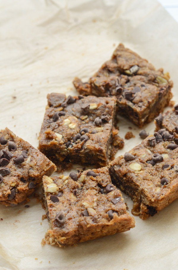 Fudgy, Ooey-gooey, and delicious! These Healthy Sunbutter Blondies are SO GOOD! Not to mention they're clean eating and nut-free. And they're vegan blondies too! #recipe #healthy #healthyrecipes #cleaneating #vegan #vegetarian #desserts #dessertfoodrecipes #blondies