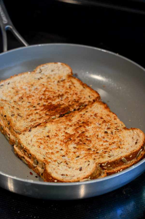 Use simple pantry ingredients to do this grilled cheese twist - this Italian spiced grilled cheese sandwich recipe is easy and delicious! And I share a tip on how to make this healthy without compromising taste. #recipe #healthy #healthyrecipes #healthyfood #cleaneating #dinner #dinnerrecipes #lunch #lunchrecipes
