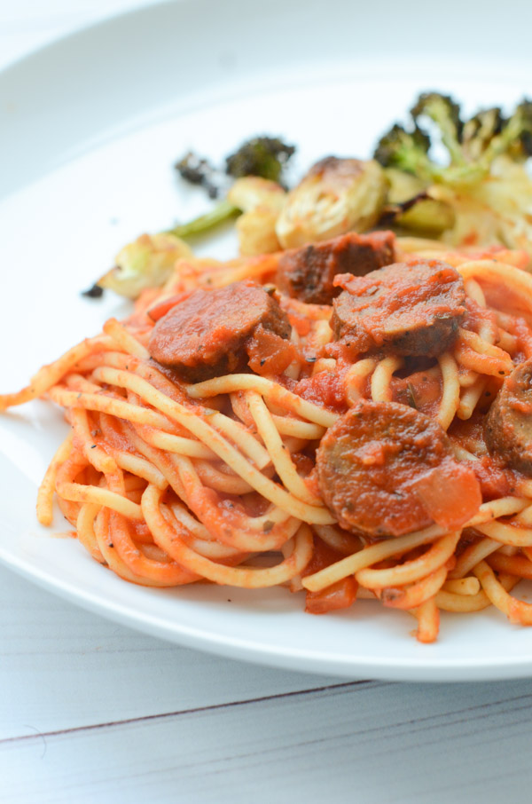 This Spaghetti Pasta with Veggie Sausage and Marinara Recipe is so EASY and TASTY! Great for weeknight meal ideas for your busy work day dinners. This is mostly clean eating and you can use regular or veggie sausage. #recipe #healthy #healthyrecipes #healthyfood #cleaneating #dinner #dinnerrecipes #vegan #vegetarian #dinnerideas